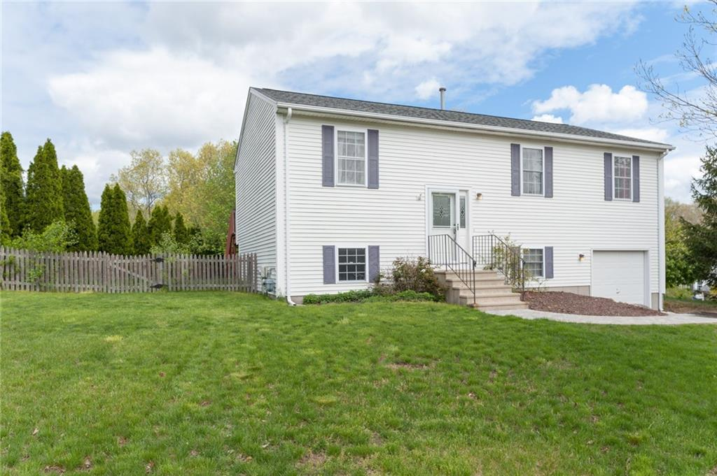 35 Hunters Crossing DR, Coventry, RI 02816