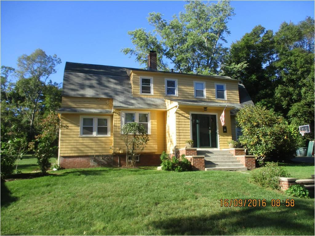 17 Hoxie CT, Coventry, RI 02816