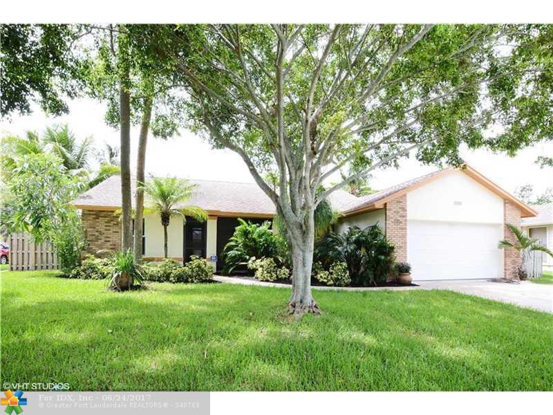 4208 NW 6th St, Deerfield Beach, FL 33442