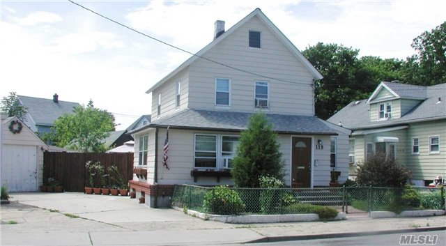 119 Courthouse Rd, Franklin Square, NY 11010