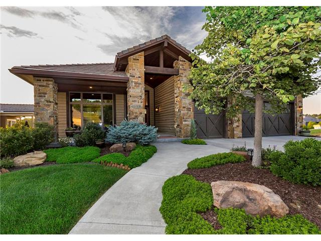 9202 Cottonwood Canyon Drive, Lenexa, KS 66219