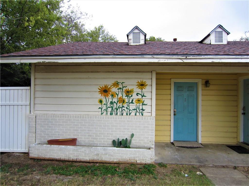 1015 S Welch Street A, Denton, TX 76201