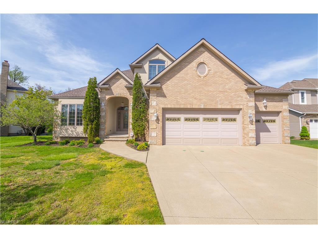 377 Kirkshire Ct, Highland Heights, OH 44143