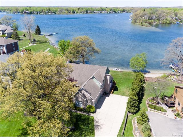 8780 OAK BEACH Drive, Commerce Twp, MI 48382