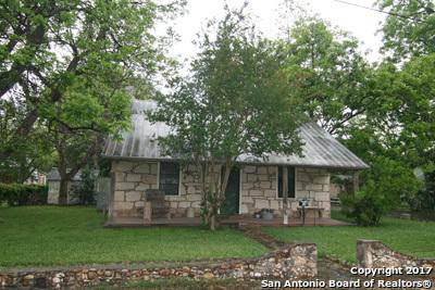 1605 SAN JACINTO ST, Castroville, TX 78009