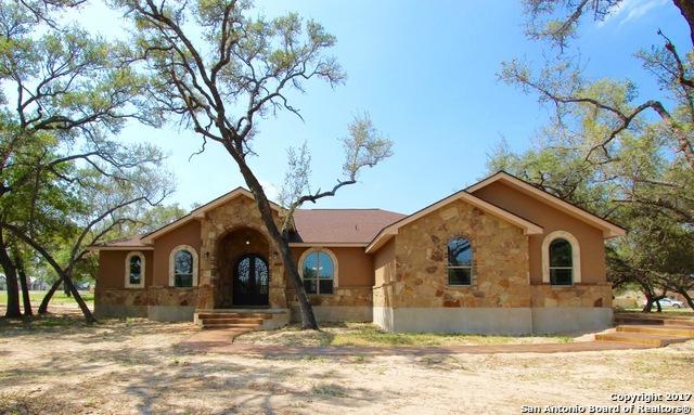 128 Bucks Lane, La Vernia, TX 78121