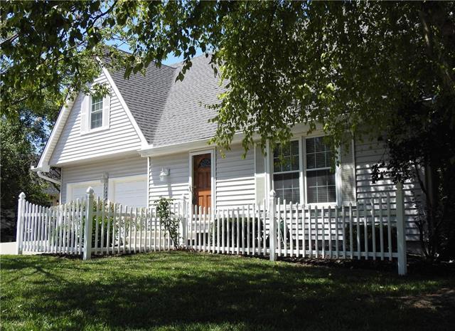 14300 S Cottonwood Drive, Olathe, KS 66062