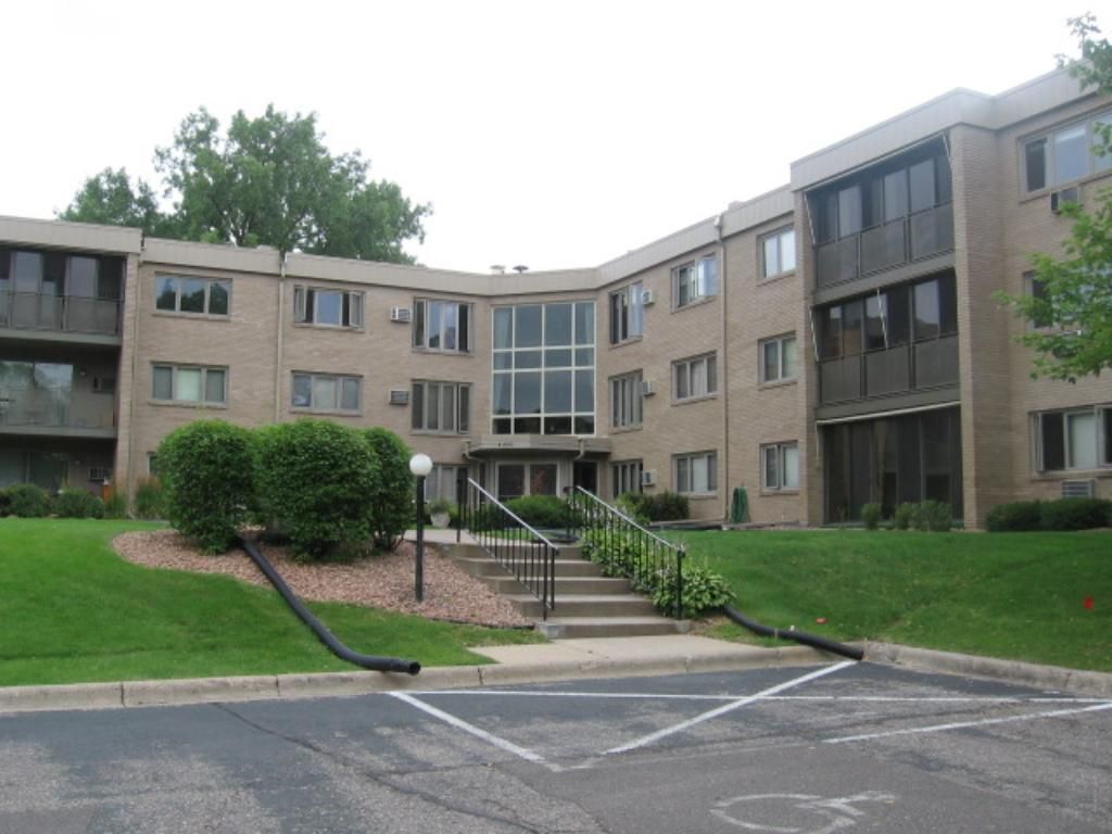 4350 Brookside Court 201, Edina, MN 55436