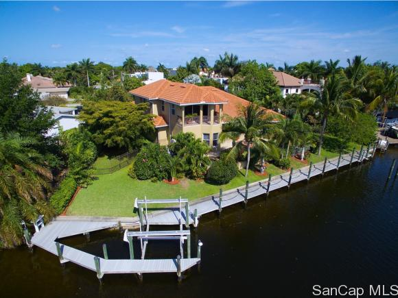 421 Snow Dr, Fort Myers, FL 33919