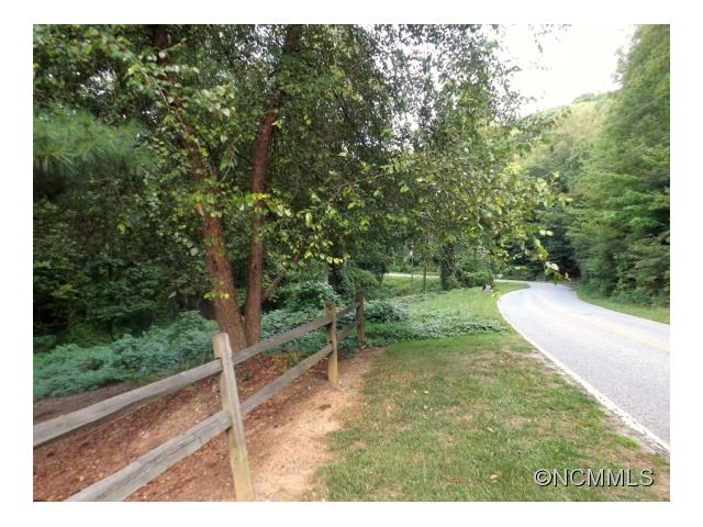 Gorgeous large Davis Mountain lot minutes from the Town of Laurel Park and Jump Off Rock. Come experience fine mountain living. With this location, you will not have to sacrifice convenience and culture for privacy and tranquility. It's the best of both worlds! Some photos represent lot a few years ago being regularly maintained. Septic permit has expired, but when it was issued, was permitted for 4 bedrooms.