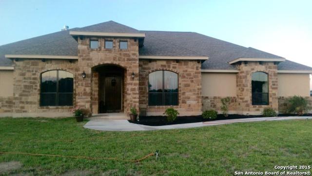 117 S Abrego Xing, Floresville, TX 78114