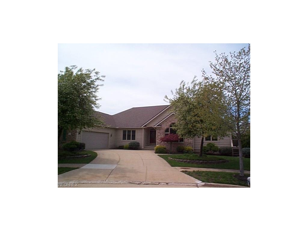 378 W Glen Eagle Dr, Highland Heights, OH 44143