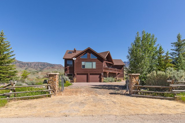 49 Park Dr, Cody, WY 82414