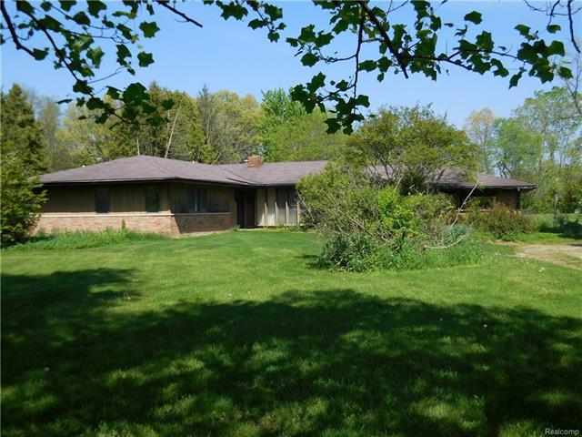 3661 GREEN LAKE RD, West Bloomfield Twp, MI 48324