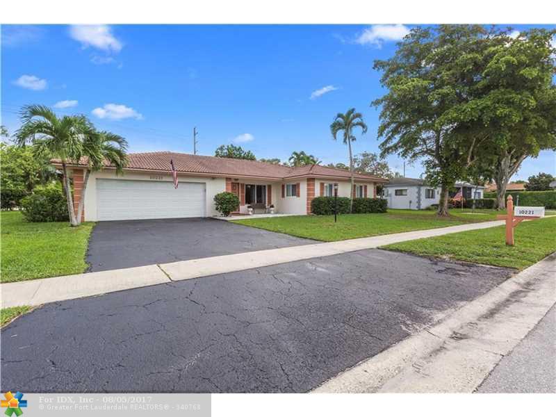 10221 Dorchester Dr, Boca Raton, FL 33428