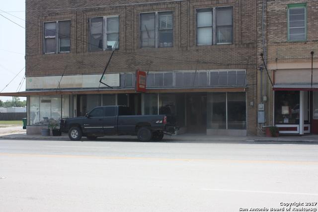 101 N Helena St, Runge, TX 78151