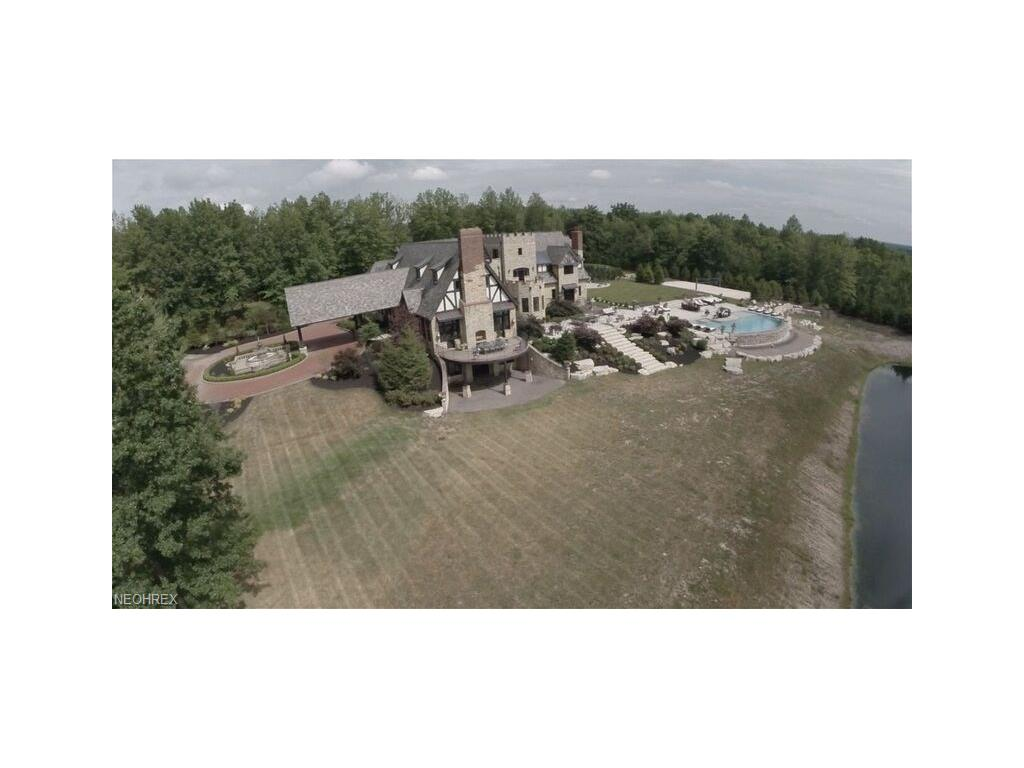 2779 Som Center Rd, Hunting Valley, OH 44022