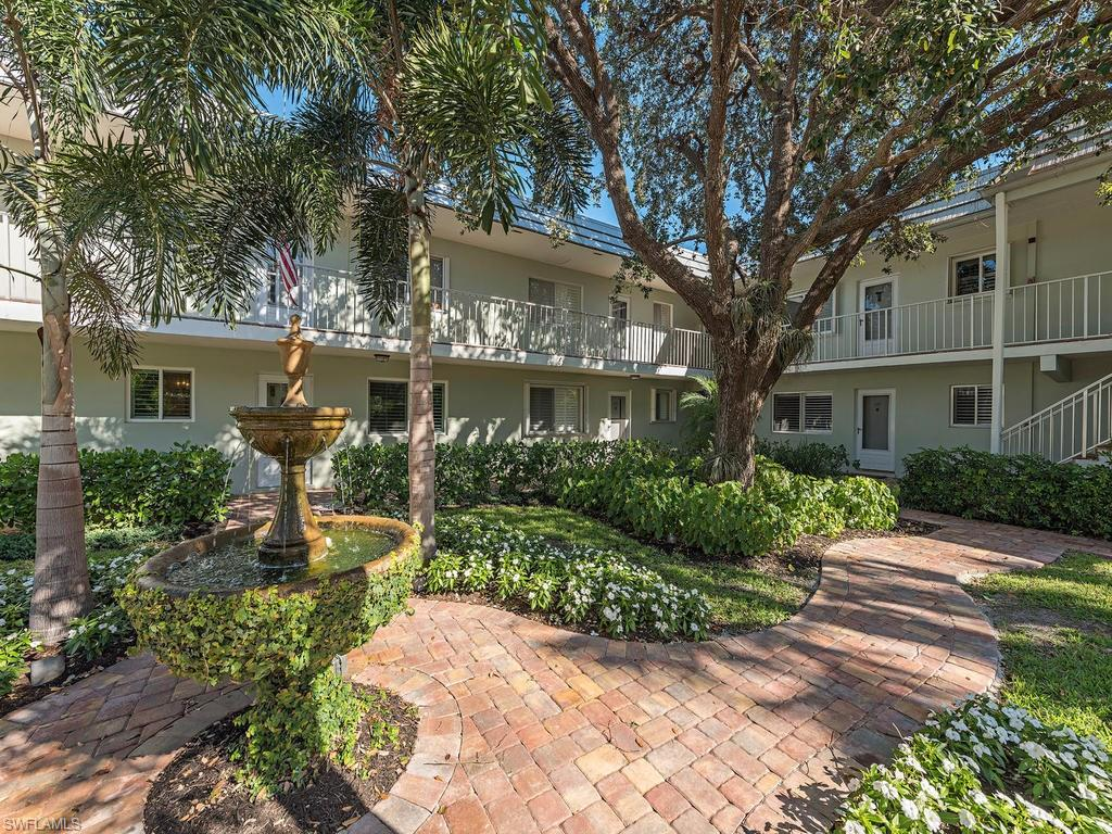 537 Broad AVE S, NAPLES, FL 34102