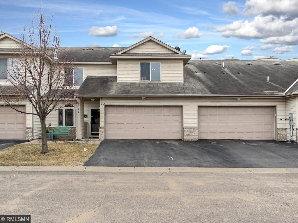 1144 Crystal Place W, Chaska, MN 55318