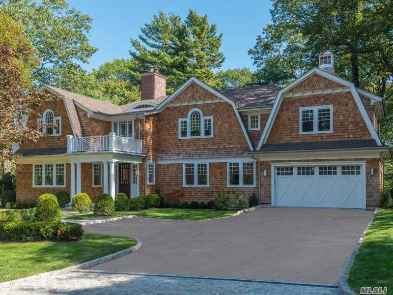 115 Sycamore Dr, East Hills, NY 11576