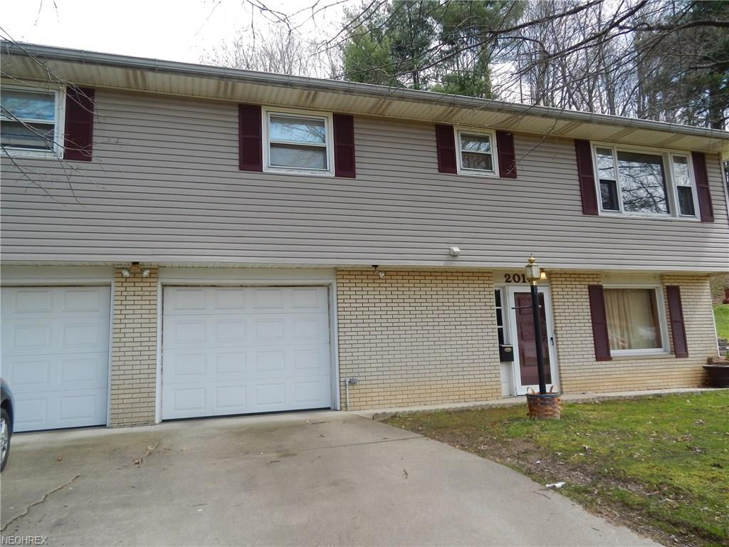 2018 Adams St, Coshocton, OH 43812