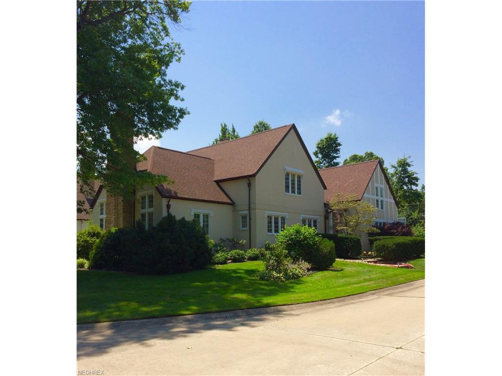 1052 Edgewater Ln, Lakewood, OH 44107