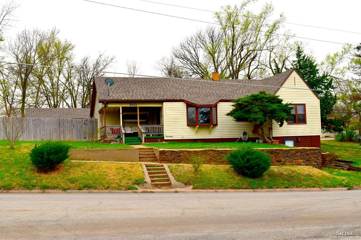 310 E 8th Street, Ellsworth, KS 67439