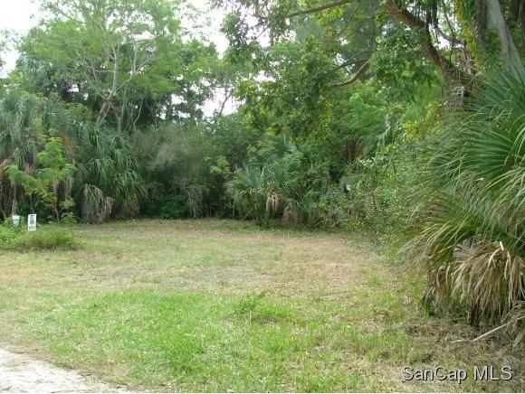 5821 PINE TREE DR, SANIBEL, FL 33957