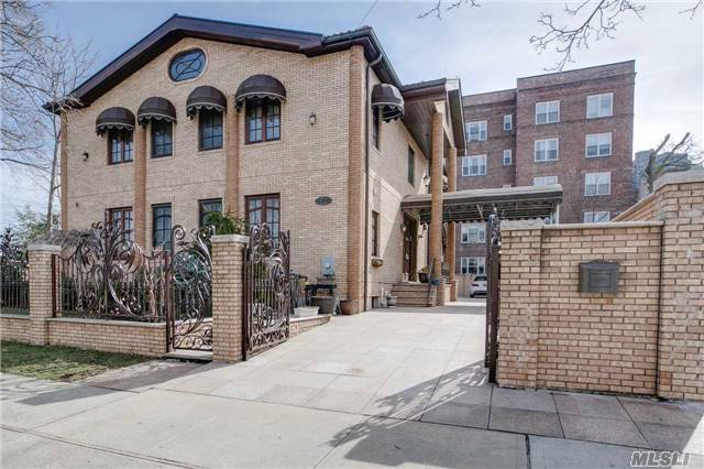 112-38 72nd Ave, Forest Hills, NY 11375