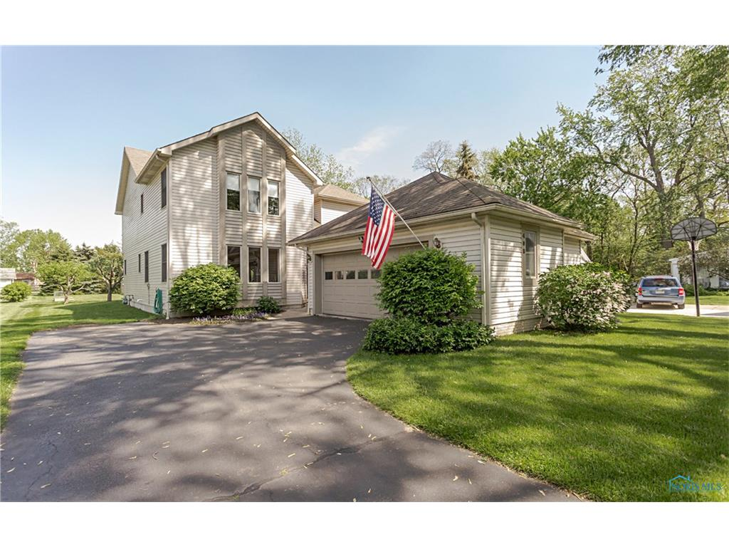 408 Forest Drive, Rossford, OH 43460