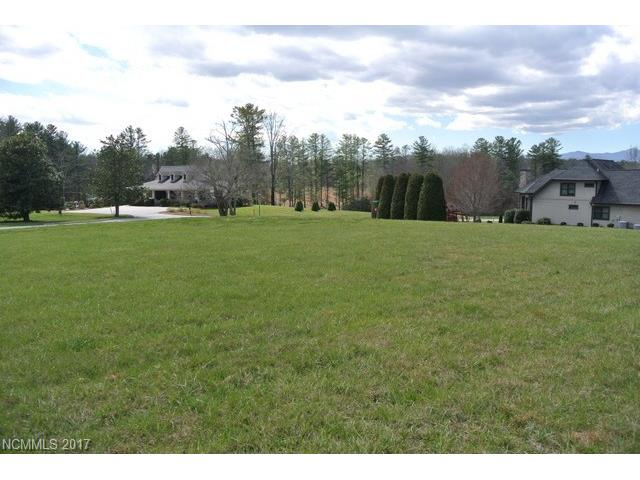 Clear and easy to build lot in lovely Skytop Farm! Level homesite in an outstanding gated community with clubhouse, pool, riverside park (with river access), fishing pond, putting green, and walking trails.  Buyer to update expired 4-bedroom septic permit.