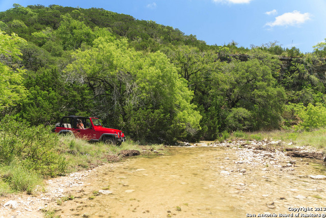 000 BUMP GATE ROAD, Pipe Creek, TX 78063