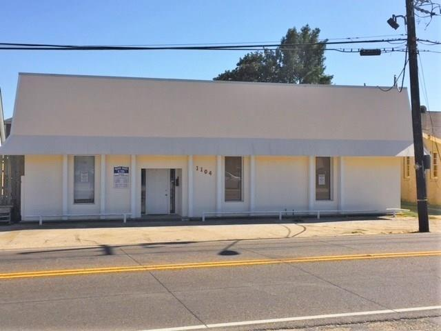 1104 4TH Street E, Gretna, LA 70053
