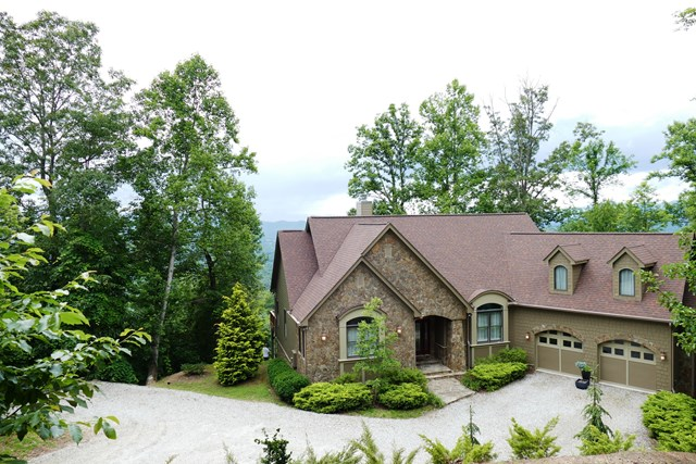 445 Featherstone Drive, Franklin, NC 28734