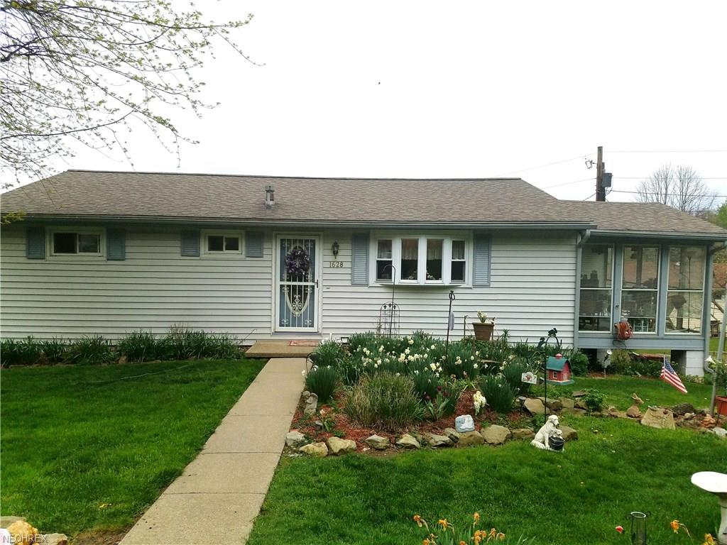 1628 Pleasant Valley Dr, Coshocton, OH 43812