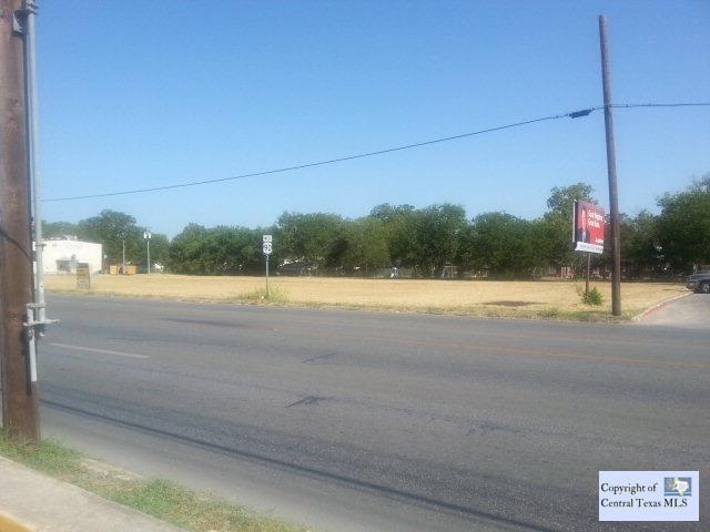 E Kingsbury, Seguin, TX 78155