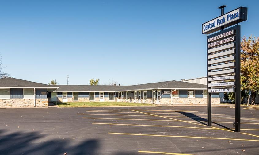 2906 W CENTRAL, Davenport, IA 52804