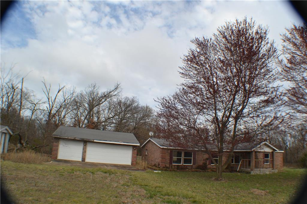 21174 Marion Lee RD, Gentry, AR 72734