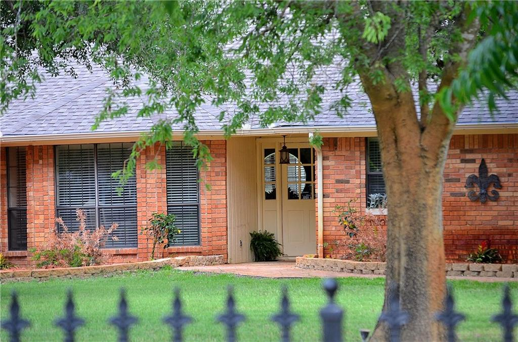 285 Robinson Road, Combine, TX 75159