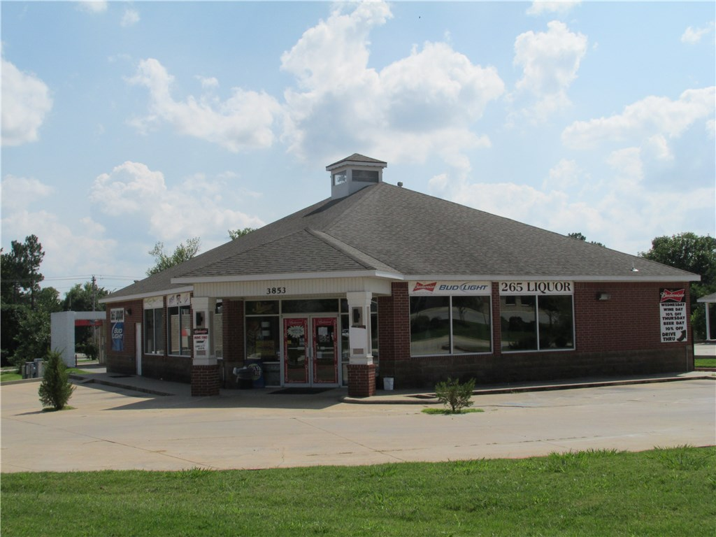 3853 N Crossover RD, Fayetteville, AR 72703