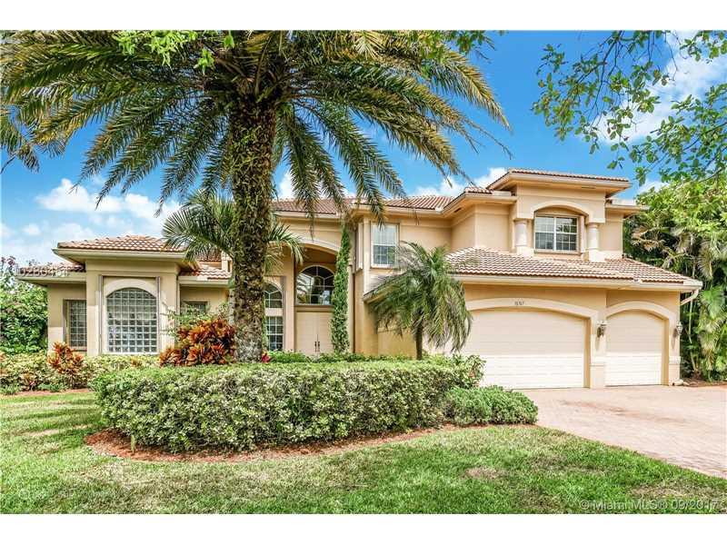 10767 Garden Ridge Ct, Davie, FL 33328