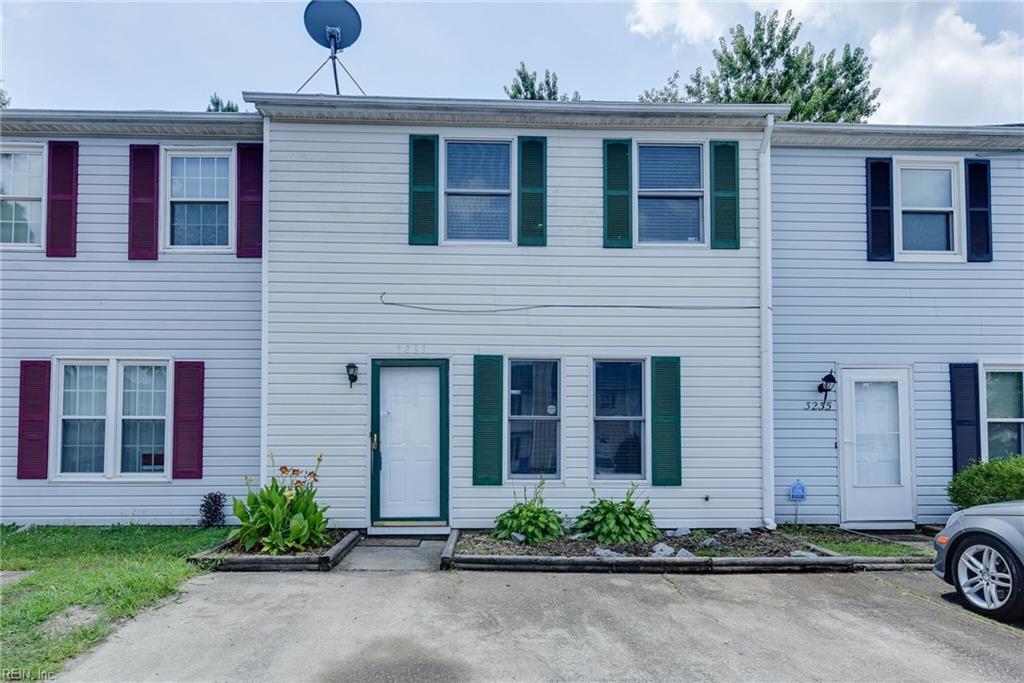 3233 CLOVER RD E, Chesapeake, VA 23321