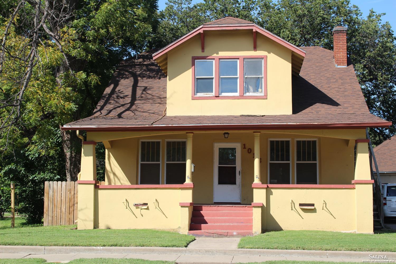 1016 W 1st Street, Abilene, KS 67410