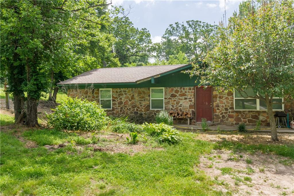 21256 Oak Park LN, Siloam Springs, AR 72761
