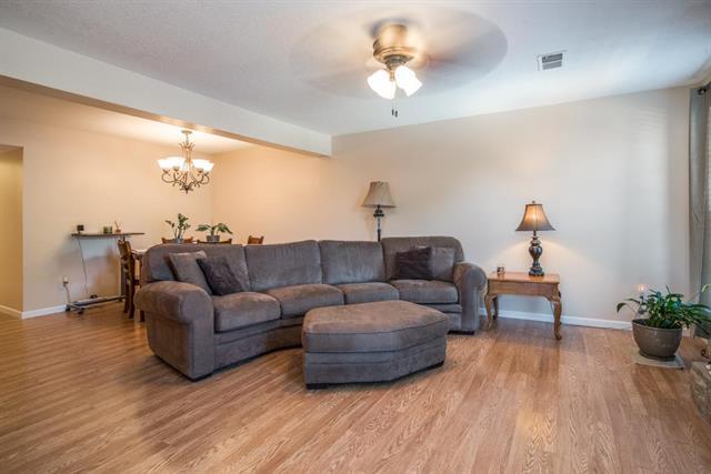 12776 W 110th Terrace, Overland Park, KS 66210