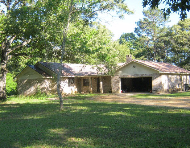 135 LL Coon Rd, Jayess, MS 39641