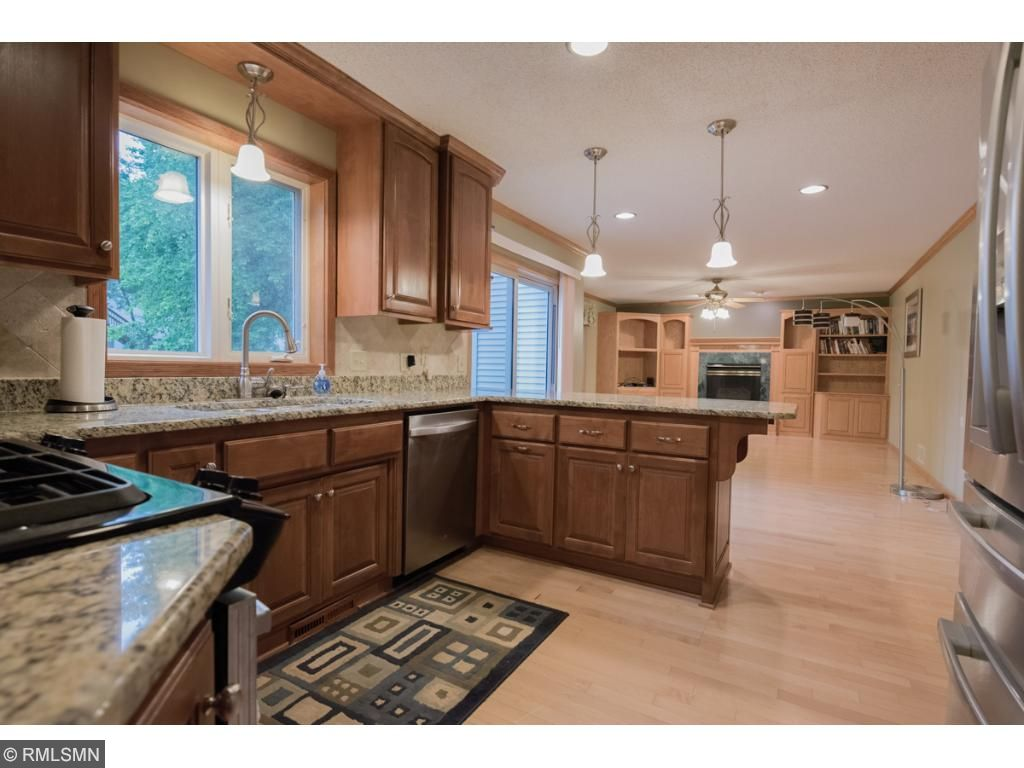 Fantastic home in a Great Lakeville neighborhood! Newly remodeled kitchen-granite, new cebinets, Stainless steal appliances. 4 bedrooms on one level. Basement has NEW carpet and a huge wet bar and an entertaining area!