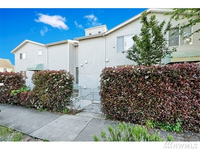 1729 12th Ave S 202, Seattle, WA 98144