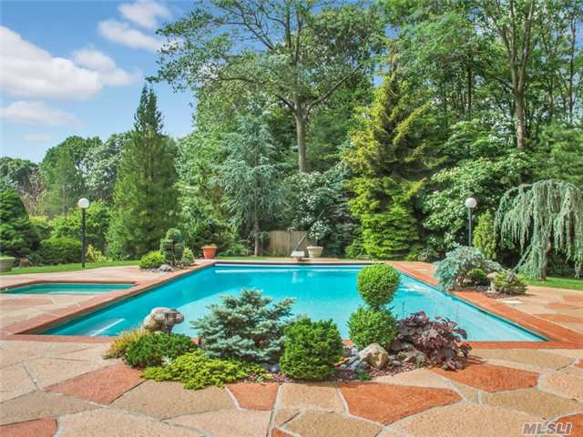 14 Ursuline Ct, Oyster Bay Cove, NY 11771
