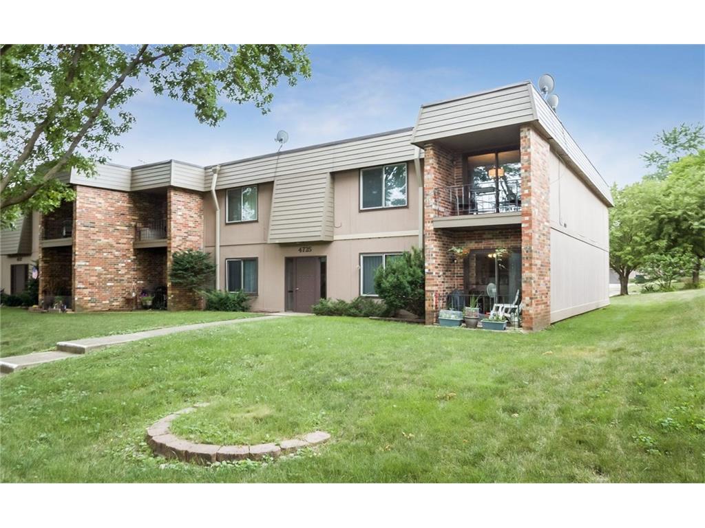 4725 Woodland Avenue 8, West Des Moines, IA 50266